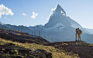 Wandern am Gornergrat (3'756 x 2'496 px / 1,95 MB) <a href='fileadmin/user_upload/Wandern-Panorama-Matterhorn-Sommer-GGBahn.jpg' download class='dlink'>Download Link</a>